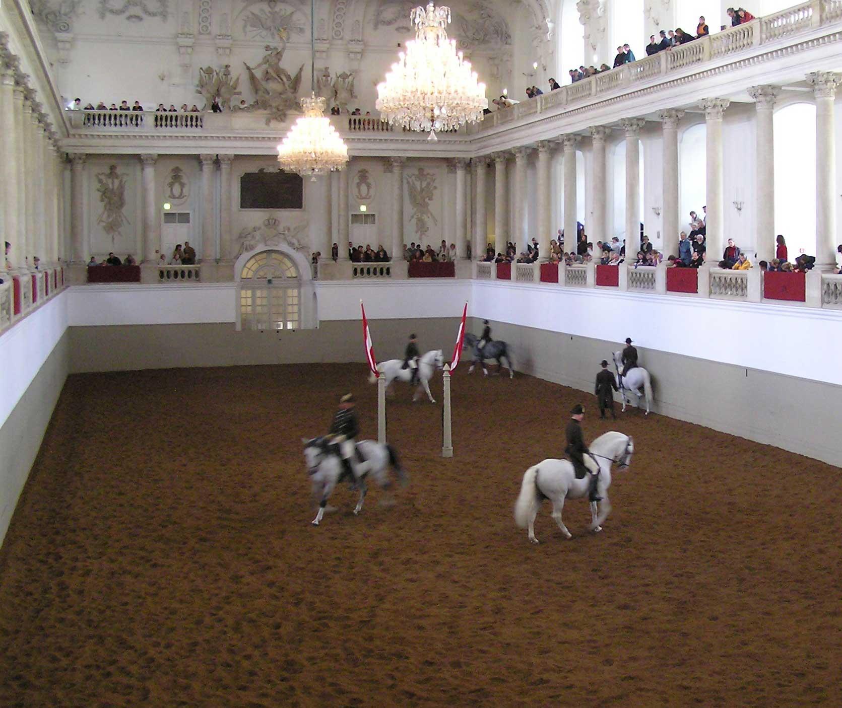 Escuela española de Equitación en Viena (SPANISCHE HOFREITSCHULE)